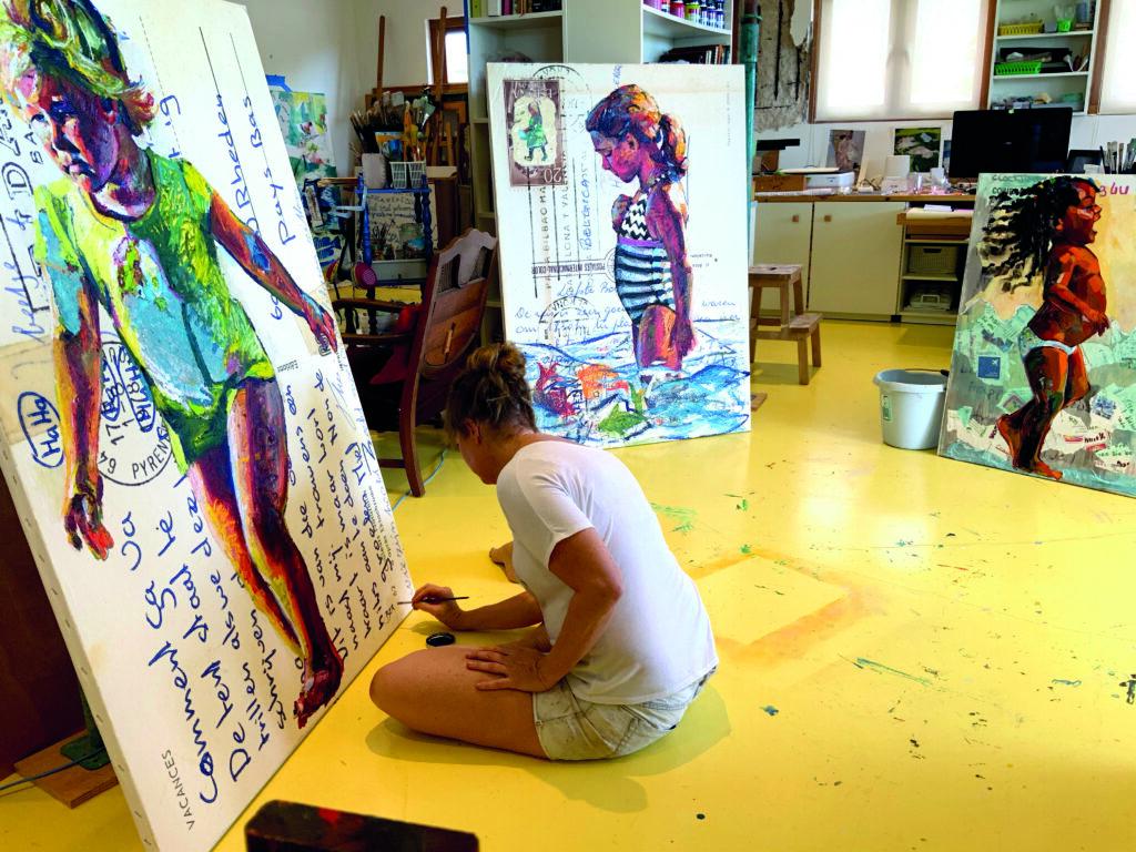 Bianca aan het werk in haar atelier